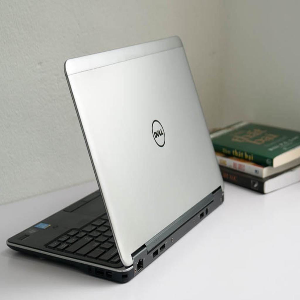 Laptop Dell Latitude E7240 Core i5-4300U - 4 GB RAM - 128 GB Msata - Intel HD 4400 - 12.5 inch HD